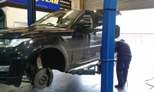 """HiQ Maidstone 21"""" tyres being fitted"""