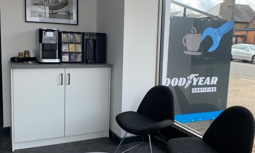 HiQ Tyres & Autocare Horley-new interior waiting area-3.jpg