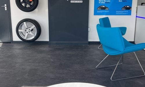 HiQ-Tyres-Autocare-Horley-waiting-area-new.jpg