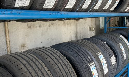 HiQ-tyres-Autocare-Horley-tyre-wall.jpg