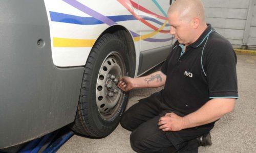 HiQ Erdington team tyre fitting