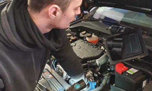 Hi Q Tyres Autocare Oldbury staff at work