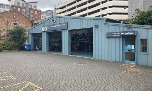 HiQ-Tyres-Autocare-Leicester-exterior-3.jpg