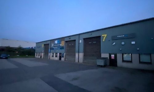 HiQ-Tyres-Autocare-Aberdeen-new-signage.jpg