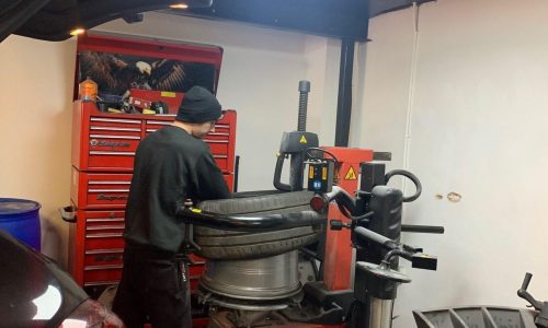 Hi Q Tyres Autocare Walsall technician removing a tyre from the rim