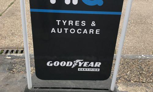 Hi Q Tyres Autocare Maidenhead Hi Q signage