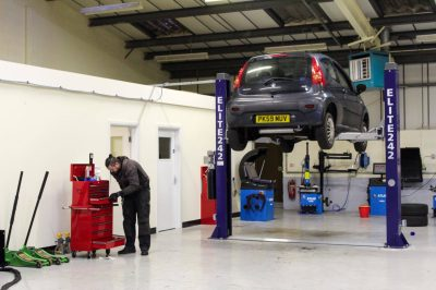 Hi Q Tyres Autocare Preston workshop 3