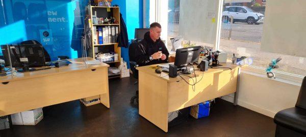 Hi Q Tyres Autocare Stafford reception front desk