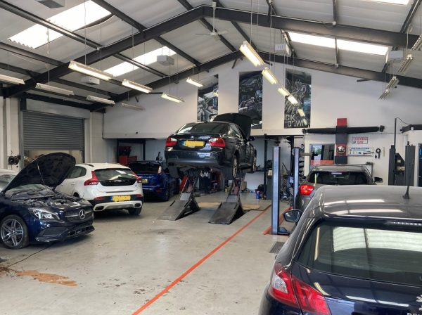 Hi Q Tyres Autocare Walsall workshop and customer cars